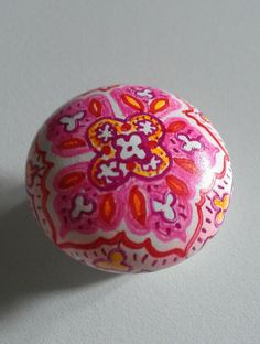 drawer pull decorated using Sharpie markers bake in oven @ 350 for 30 min Craft Projects, Craft Ideas, Sharpie Markers, Painted Stones, Drawer Knobs, Future House, Sewing Crafts, Bedroom Ideas, Glass Art
