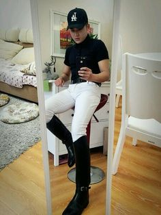 Equestrian Boots, Equestrian Outfits, Cool Boots, Man Boots, Men In Uniform, Polo Club, Clothes Horse, Asian Men, Hunter Boots