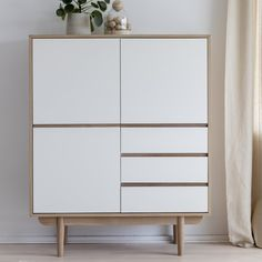 Corrigan Studio The Nico Highboard has a modern and elegant look through the combination of contrasting colours and materials, which underline its horizontal sculptural lines. The design has a typical Scandinavian touch and feel. Vintage Sideboard, Wood Chest, Küchen Design, New Furniture, Home Accessories, Beautiful Homes, Dresser, New Homes, Room