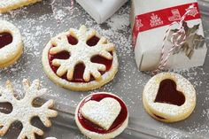 Weihnachten ohne Mürbeteigplätzchen ist wie Butter ohne Brot. Wir zeigen euch wie ihr diese leckeren Kekse im Thermomix® zubereitet.