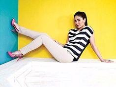 10 Kareena Kapoor Casual T-shirt And Jeans Looks - #KareenKapoor  #Casualshirts #fashion #style