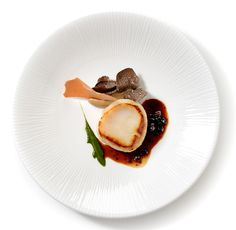 For over three centuries, Gaggenau has been a leading brand for innovative and revolutionary home appliances. Find out here why the difference is Gaggenau! Nigel Haworth, Michelin Star Food, Fermented Cabbage, Scallop Recipes, Food Presentation, Food Plating, Tasty Dishes, Fine Dining, 20 Years