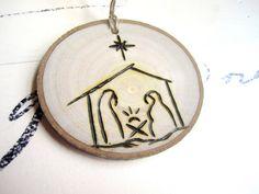 Rustique de Noël cadeau Tag ornement - scène de Nativité ornement - ornement de Noël - bois tranche ornement