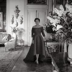 """countess mona von bismarck, at home...she won the title of """"Best Dressed Woman in The World"""", the first American to do so. The Duchess of Windsor(1934) and Elsie De Wolfe(1935) would later earn this title."""