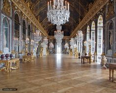 Visit the Hall of Mirrors in the Versailles Palace. Buy your tickets for the Galerie des glaces with PARISCityVISION. Chateau Versailles, Palace Of Versailles, Monuments, Day Trip From Paris, Grand Parc, Hall Of Mirrors, Excursion, Mont Saint Michel, Paris City