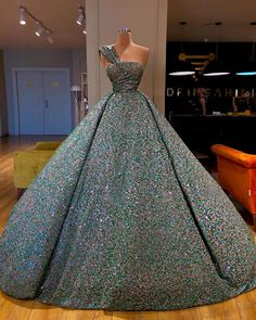 The most beautifull wedding gown for beautiful brides 2020 wedding gown collection. The most beautifull wedding gown for beautiful brides Big Dresses, Gala Dresses, Ball Gown Dresses, Event Dresses, Quinceanera Dresses, Formal Evening Dresses, Pretty Dresses, Beautiful Dresses, Evening Gowns