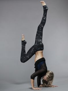 Alo Yoga Airbrushed Legging in Black Lightning  #Carbon38