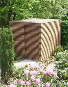 Gartenhäuschen mit Holzverkleidung bei FMH Garden shed with wooden cladding at FMH - tip of the day Modern Garden Design, Landscape Design, Wooden Cladding, Modern Shed, Design Exterior, Wooden Garden, Garden Structures, Wood Paneling, Outdoor Gardens