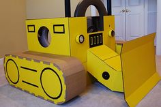Repacking cardboard into toys. No batteries required - Diy Cardboard Toys Construction Birthday Parties, Construction Party, Construction Business, Construction Design, Digger Party, Cardboard Crafts, Cardboard Robot, Cardboard Costume, Cardboard Playhouse