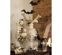 Display of Bones, Skulls and Spiders DIY Halloween Decor Idea Skulls spiders and Bats for spooky halloween fun!DIY Halloween Decor Idea Skulls spiders and Bats for spooky halloween fun! Retro Halloween, Spooky Halloween, Diy Halloween Home Decor, Diy Halloween Dekoration, Vintage Halloween Decorations, Holidays Halloween, Halloween Crafts, Happy Halloween, Halloween Tattoo