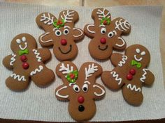 Gingerbread men in the Thermomix reindeer gingerbread cookies Little Party Love . Reindeer Gingerbread Cookies, Gingerbread Man Decorations, Christmas Gingerbread, Holiday Cookies, Gingerbread Houses, Decorating Gingerbread Cookies, Icing Decorations, Christmas Snacks, Christmas Cooking