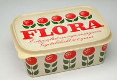Repetition is the design principle used in this Flora packaging Food Branding, Food Packaging Design, Packaging Design Inspiration, Retro Packaging, Brand Packaging, Retro Design, Vintage Designs, Graphic Design, Poster Design