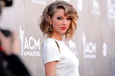 Taylor Swift caçoa de participantes no The Voice - http://metropolitanafm.uol.com.br/novidades/entretenimento/taylor-swift-cacoa-de-participantes-voice