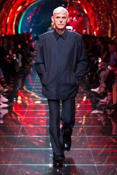 aa24ff092 Best Street Outfits, Daily Street Looks, Balenciaga Spring, Minimal  Fashion, Dark Fashion