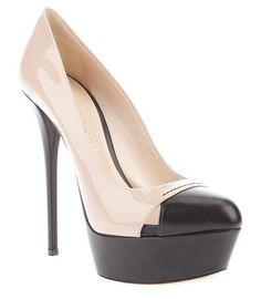 Love these two tone lovelies from Casadei.  {Fantastic!}
