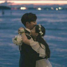 Couple Korean 🌈 discovered by ʀᴏᴄᴋs✞ᴀʀ on We Heart It Pre Wedding Photoshoot, Wedding Poses, Wedding Couples, Couple Poses Drawing, Couple Posing, Korean Wedding Photography, Couple Photography, Kpop Couples, Couple Aesthetic