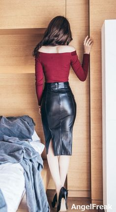 Asian Fashion, Girl Fashion, Fashion Outfits, Womens Fashion, Gothic Lingerie, Celebrity Style Casual, Leder Outfits, Pencil Skirt Outfits, Black Leather Skirts