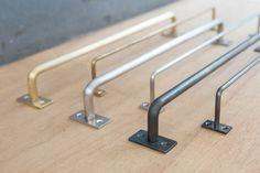 長さをオーダーできるハンガーバーです。素材は鉄・真鍮・ステンレスの3種類。タオル掛けや小物掛けに発想次第で用途いろいろ。