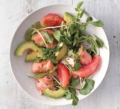 Avocado Makes These Salads Spectacular - grapefruit salmon and avocado salad. A satisfying salad is all about a combination of textures: here, crisp greens, juicy citrus, silky salmon, and rich avocado. Avocado Salad Recipes, Salmon Recipes, Fish Recipes, Seafood Recipes, Cooking Recipes, Healthy Recipes, Advocare Recipes, Grapefruit Recipes, Grapefruit Salad