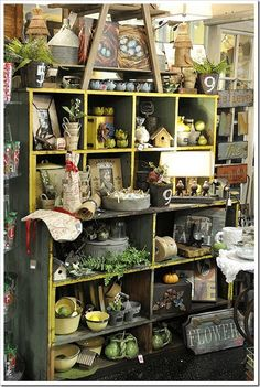 Not so shabby large cubbies at shop.add table from front display or white gate leg table in front of large cubbies Vintage Display, Antique Booth Displays, Antique Mall Booth, Antique Booth Ideas, Antique Stores, Vintage Store Displays, Flea Market Displays, Shop Window Displays, Flea Markets