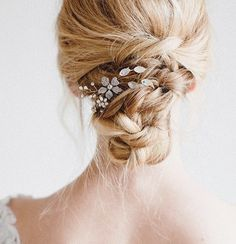 Why not add a little something special to your wedding hair look? Twigs and Honey head pieces are seriously to die for! The perfect touch of sparkle!  #villagebridalhomewood #twigsandhoney #weddingaccesories #alabamaweddings #birminghambride