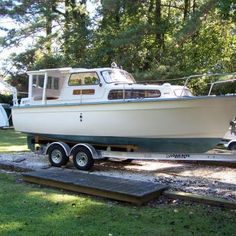 Have you been thinking about building your own boat, but think it may be too much hassle? Don't give up on your dream just yet! It is true that boat plans can be pretty complicated. Cruiser Boat, Cabin Cruiser, Plywood Boat Plans, Wooden Boat Plans, Shanty Boat, Free Boat Plans, Yacht Builders, Build Your Own Boat, Boat Kits