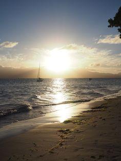 Plage du Gosier au coucher du soleil sur Grande-Terre, Guadeloupe. Yogyakarta, France, Island, Water, Places, Summer, Travel, Outdoor, Inspiration