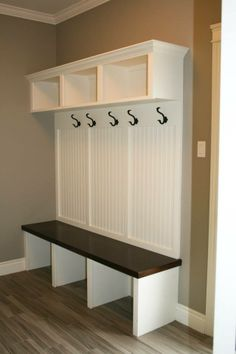 Wohnung Mudroom Installing Front PVC Or Vinyl Porch Railings Article Body: Tips and ideas for pvc an Room Interior, Interior Design Living Room, Living Room Designs, Mudroom Laundry Room, Laundry Room Design, Home Projects, Home Remodeling, New Homes, Mudroom Bench Plans
