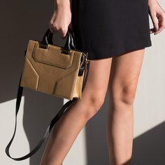 Gold and Black  #tote #bag #janisleenewyork #madeinnyc #designer #handbag #handmade #madeinny #fashion #style #nyc #streetstyle #design