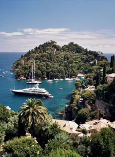 Côte d'Azur, one of the most glamorous and charming place of all Mediterranean #namudestinations