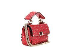 Valentino lancia la Rockstud Spike Bag, un accessorio di unicità