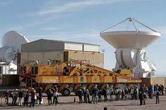 El observatorio ALMA, asentado en el norte de Chile, cuenta 57 de sus 66 antenas que funcionarán a modo de interferómetro para escrutar el universo más frío y lejano.  (© Reuters )