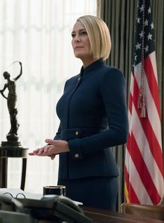 Claire Underwood's New House Of Cards Hair Took Just 20 Minutes To Style+ Bob Style Haircuts, Wavy Bob Hairstyles, Bobs For Thin Hair, Wavy Bobs, Short Bobs, House Of Cards, Bob Styles, Short Hair Styles, Claire Underwood Style