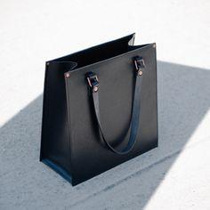 Alfie Douglas Alfie One - Classic Tote / Black - tote bag - Handbag - Structure - Leathercraft - handmade in England - fashion - leather goods Black Handbags, Purses And Handbags, Leather Handbags, Leather Bag, Accesorios Casual, Brown Bags, Black Tote Bag, Womens Tote Bags, Fashion Bags