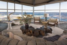 The sweeping ocean views might be the star of this Californian home, but manages to draw our eyes back inside with a Blackmar Cruz lounge chair, Pedro Petry coffee table and Peter Lane lamp 🌊 - - - Indoor Outdoor Living, Outdoor Decor, Malibu Homes, California Living, Carmel California, Butterfly House, Mid Century Modern Living Room, Tuscan Style, Coastal Style