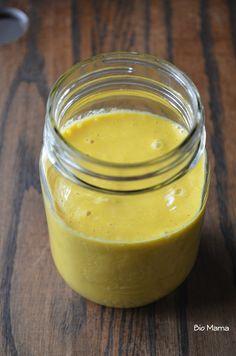 Grosse douceur   - ½ tasse de mangue congelée - 1 carotte crue (râpée si votre blender n'est pas assez puissant) - 1 ½ tasse de lait d'amande - 1 c. à s. d'huile de lin - 2 c. à s. (ou +) de sirop d'agave - ¼ de c. à t. de canelle - 1 pincée de muscade - 1 c. à t. de gingembre râpé ou moulu - 1 c. à t. de curcuma bio en poudre - une pincée de poivre noir moulu    Passez le tout dans le blender et dégustez.