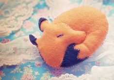 Little Felt Fox DIY ---> because things are even cuter when they are tiny :).