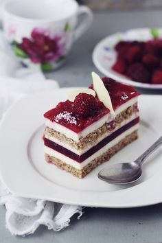 Passion for kitchen: cake with mascarpone mousse and raspberry jelly Fancy Desserts, No Cook Desserts, Just Desserts, Delicious Desserts, Cookie Recipes, Dessert Recipes, Romanian Desserts, Bite Size Food, Individual Cakes