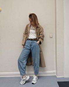 Unsere Lieblingsbegleiter im Frühling sind ganz klar die zeitlosen Trenchcoats. Auch 55flavours_sarah trägt den Klassiker zu dieser Jahreszeit anscheinend gern. Steht dir ausgesprochen gut! 🧥😊 #faschion #trenchcoat #coat #frühling #lieblingsbegleiter #outfit #COUCHstyle