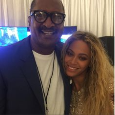Beyoncé and 'Proud Dad' Mathew Knowles Pose for Family Photo