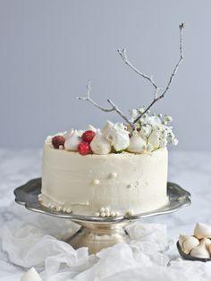 Kokosová silvestrovská torta - The Story of a Cake Drippy Cakes, Christmas Baking, Christmas Cakes, New Year's Desserts, Crazy Cakes, Cupcake Cakes, Cupcakes, Love Cake, Edible Art