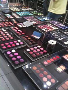 Inglot - Dia de Beauté - http://revista.vogue.globo.com/diadebeaute/2011/07/mais-uma-marca-bafo-no-brasil/