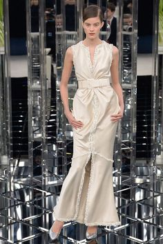 See the Looks from the Chanel Couture Spring 2017 Show Fashion 2017, Runway Fashion, Spring Fashion, Fashion Show, Fashion Dresses, Live Fashion, Fashion News, Chanel Couture, Style Couture