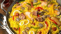 La Paella es un plato de arroz de renombre internacional de España; receta que posee ingredientes de gran potencial en sabor y color, tienes que probarla.