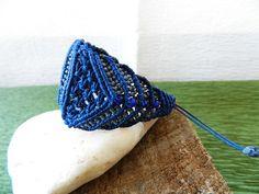 pulsera de macrame con hilo encerado y piedra natural  www.singularts.es
