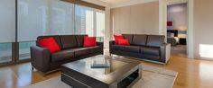 Caroline Serviced Apartments Brighton - Three bedroom platinum apartment sofas
