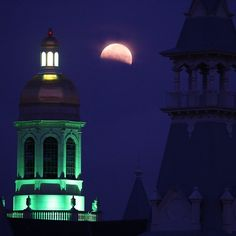 Blood Moon over #Baylor! (Via @bayloruniversity on Instagram)