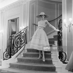 Photo d'actualité : A model wearing a white organdie dress by Dior,...
