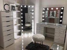 Beauty Room Decor, Makeup Room Decor, Room Design Bedroom, Room Ideas Bedroom, Decor Home Living Room, Bedroom Decor For Teen Girls, Dressing Room Design, Cute Room Decor, Stylish Bedroom