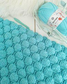 """3,218 Beğenme, 52 Yorum - Instagram'da Gülay Perveli DEĞİRMENCİ (@gulay_degirmenci): """"Baloncuk battaniye yapılışını Gülay Değirmenci you tube kanalımda bulabilirsiniz 💙"""" Crochet, Embroidery, Blanket, Bed, Instagram, November, Tricot, Needlepoint, Stream Bed"""